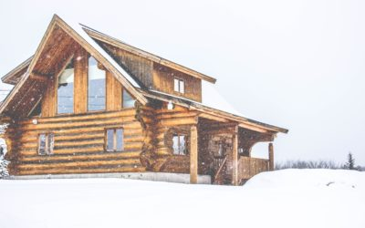 Hur monterar man en braskamin och skorsten i ett timmerhus som sjunker de första åren då timret torkar?